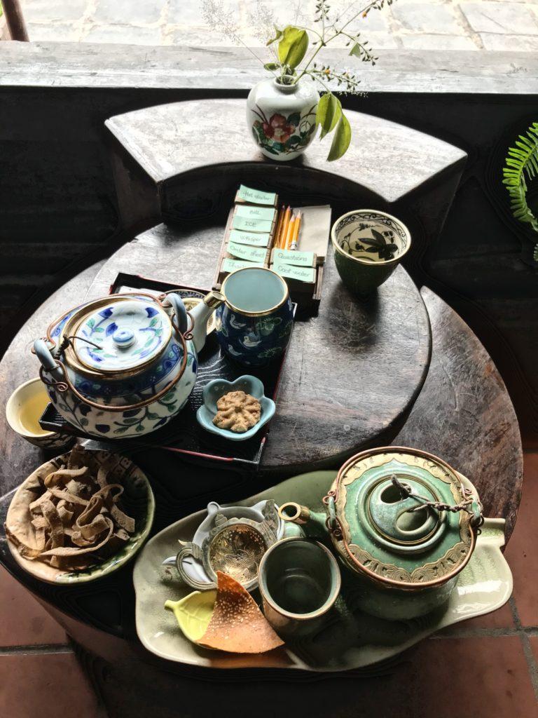 兩組冷泡茶、兩份茶點,約合台幣200元,可以體驗到祖父家泡茶小憩的悠閒時光。(圖/維克提供)