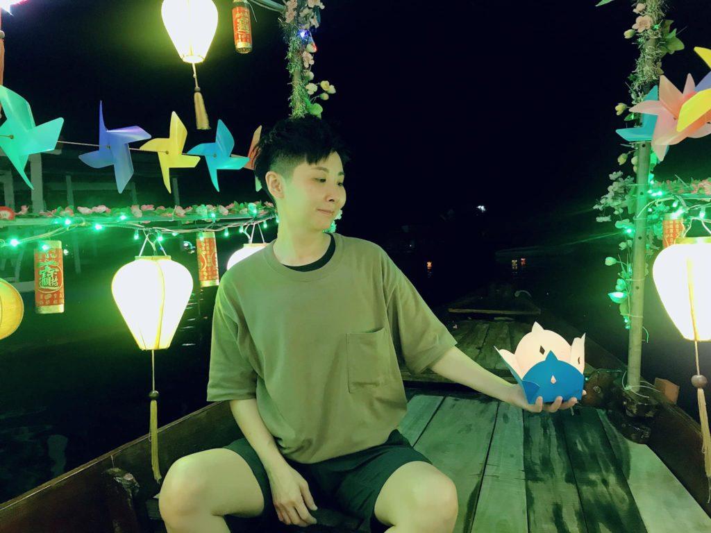 ▲▼河邊燈籠船感覺像是電子花車的祖先版。(圖/維克提供)