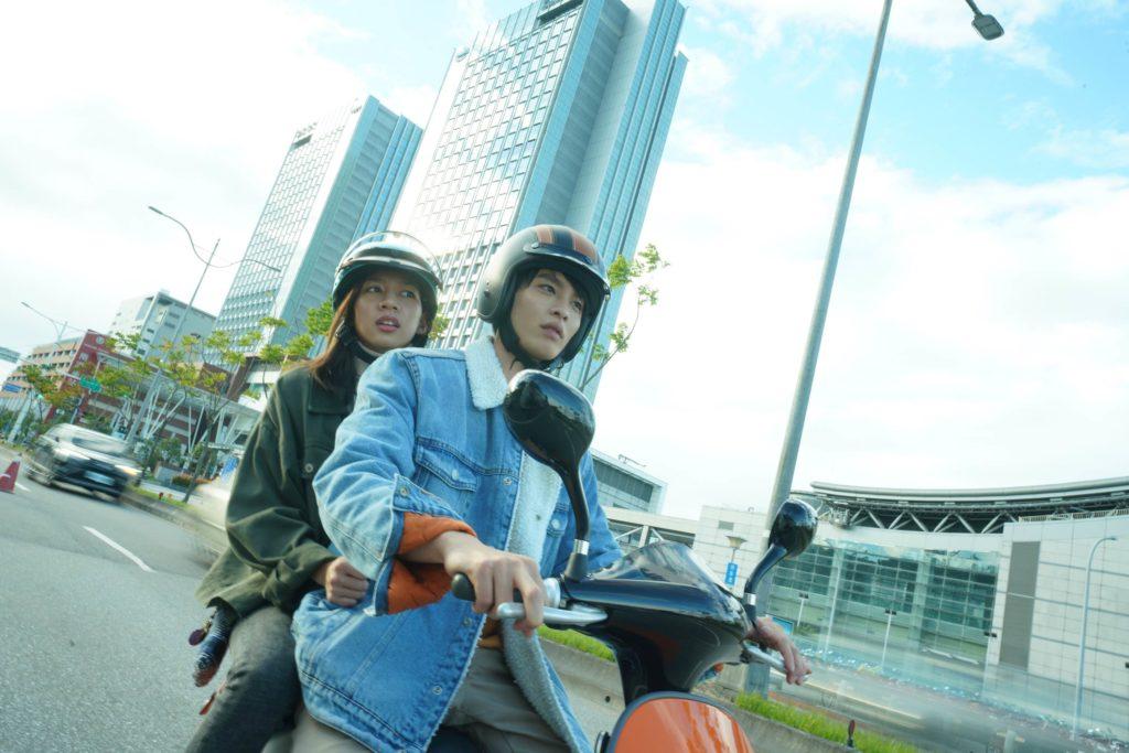 《可不可以,你也剛好喜歡我》中筱湘和助豪為青梅竹馬一同考上同個大學。(圖/華映娛樂)
